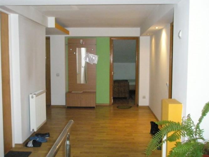 2 camere pentru 2 FETE ! de închiriat în apartament vila Militari