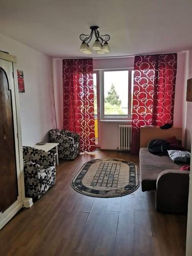 Camera în apartament de doua camere