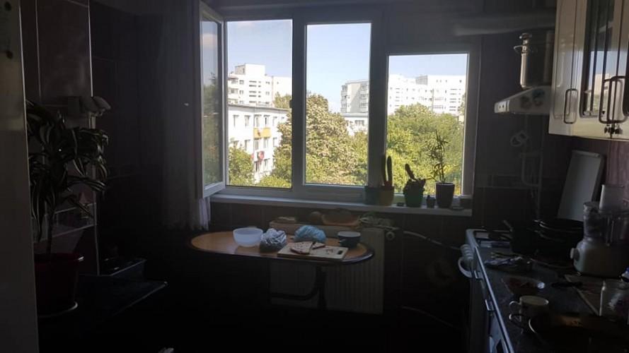 Apartament 3 camere titan, caut coleg/colega