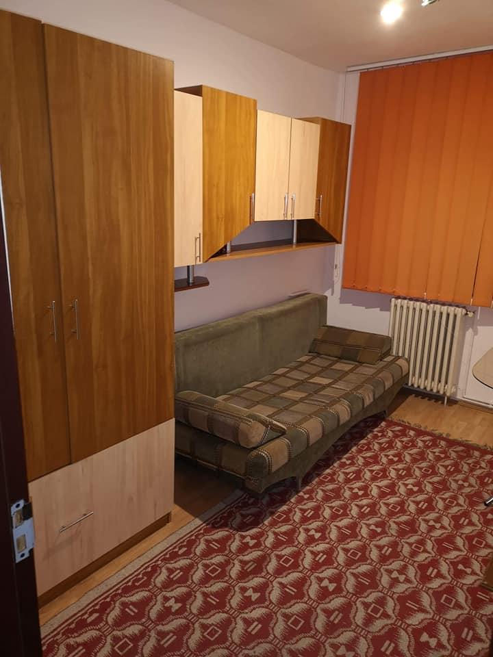 Se inchiriaza o camera intr-un apartament decomandat cu 3 camere