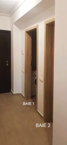 Caut 2 colege de apartament