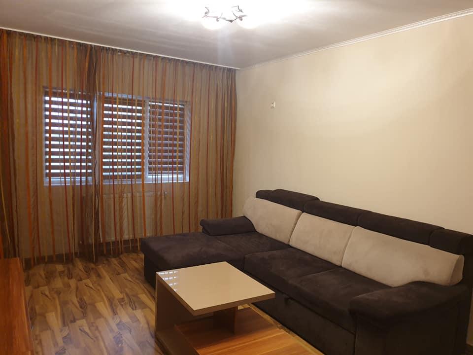 Caut 2 colege pentru apartament cu 3 camere