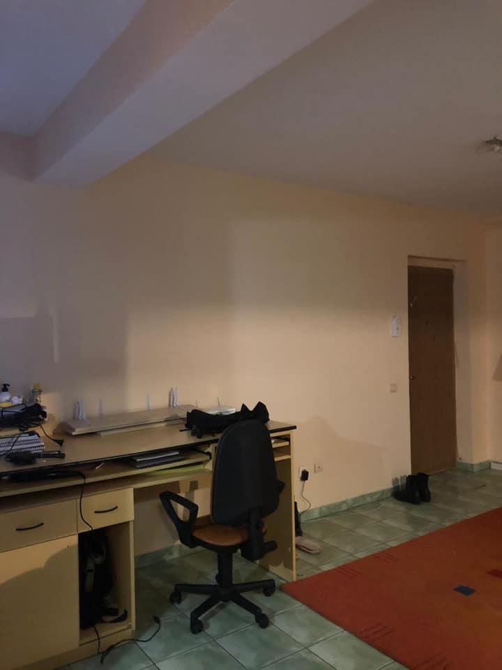 Caut colegă într-un apartament cu 2 camere