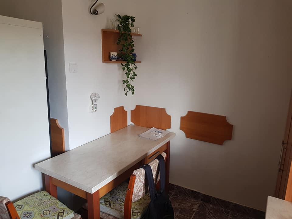 Cameră într-un apartament cu două camere
