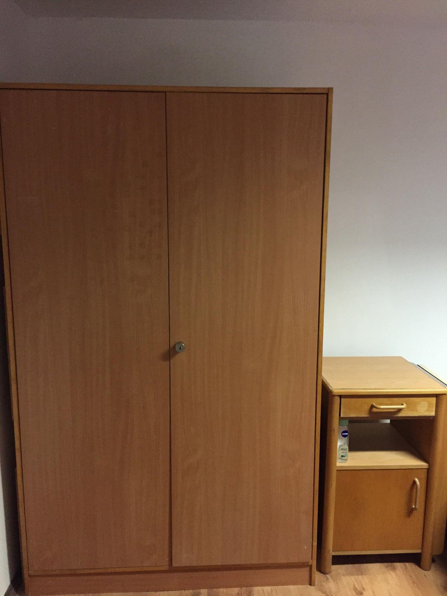 Camera libera pentru doua fete intr-un apartament cu 3 camere