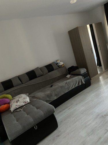 Caut colega apartament