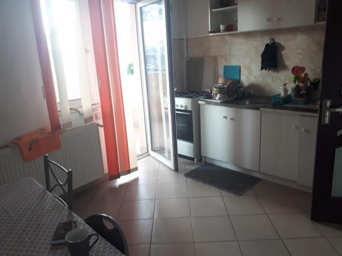 Caut colega de apartament(2 camere) Metrou Dimitrie Leonida