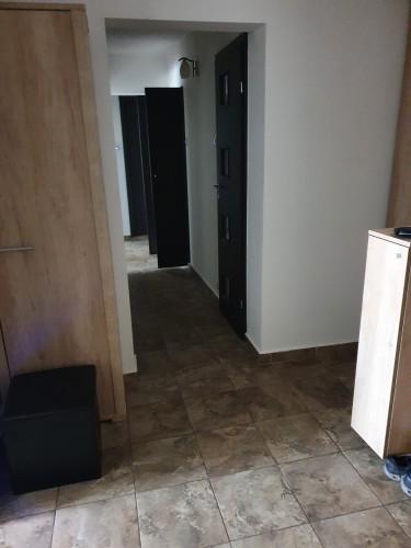 Inchiriez camera in apartament