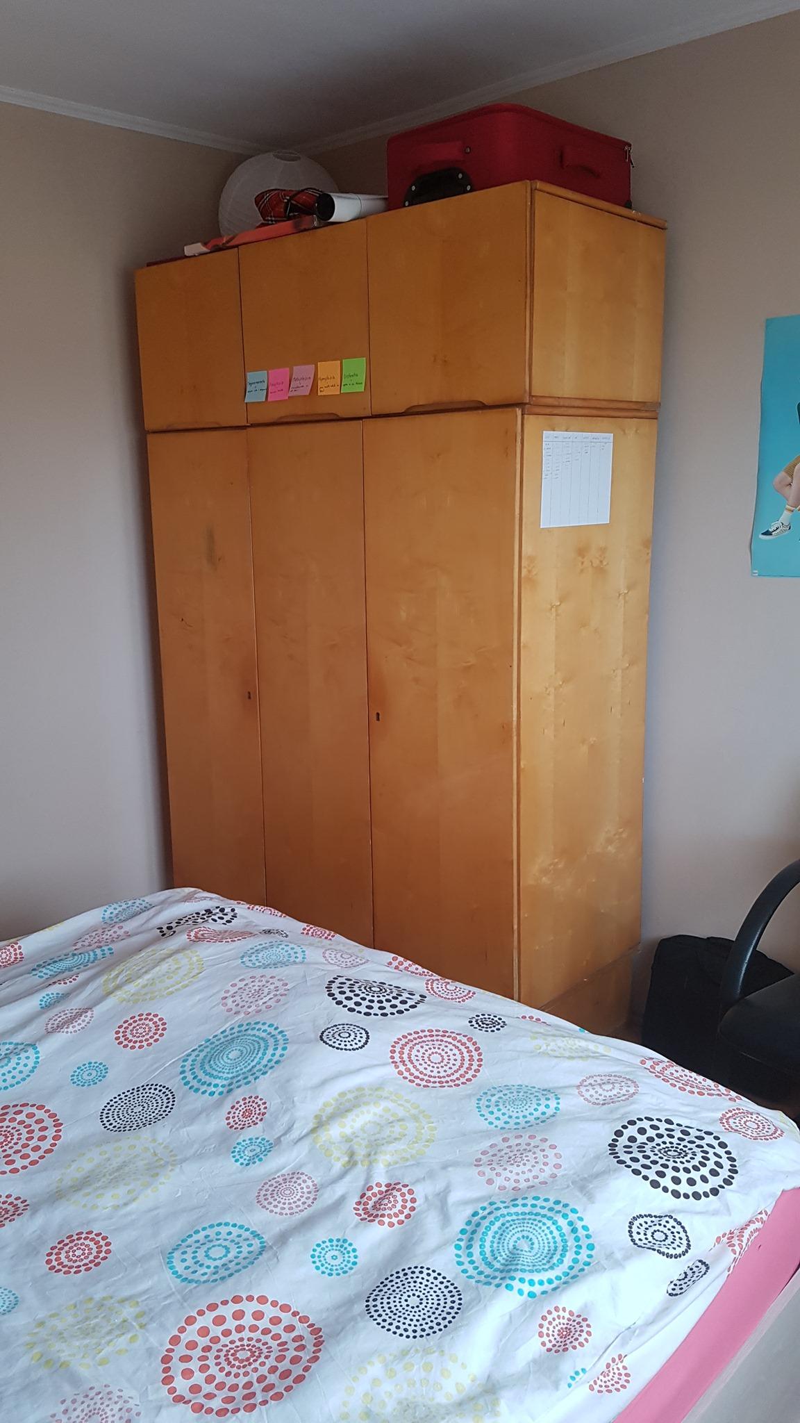 Inchiriez camera intr-un apartament decomandat de 2 camere