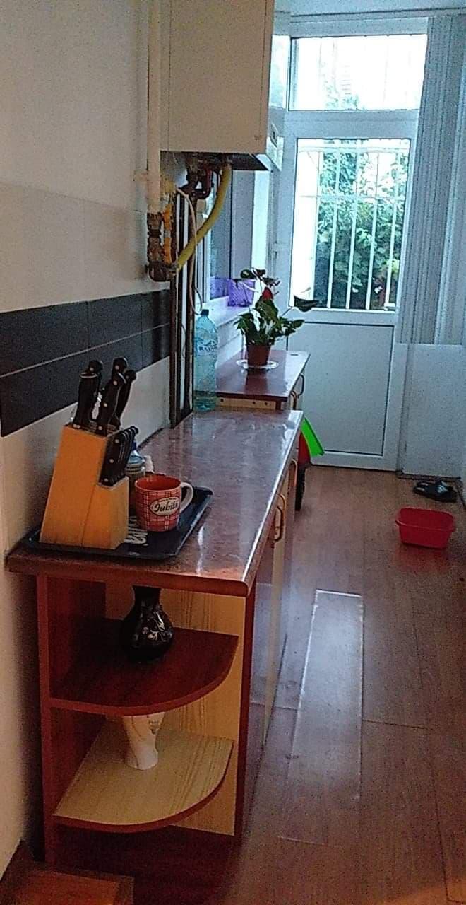 Cameră de inchiriat cu baie si bucătărie la comun